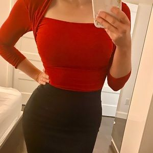 Tight red 3/4 sleeve shirt